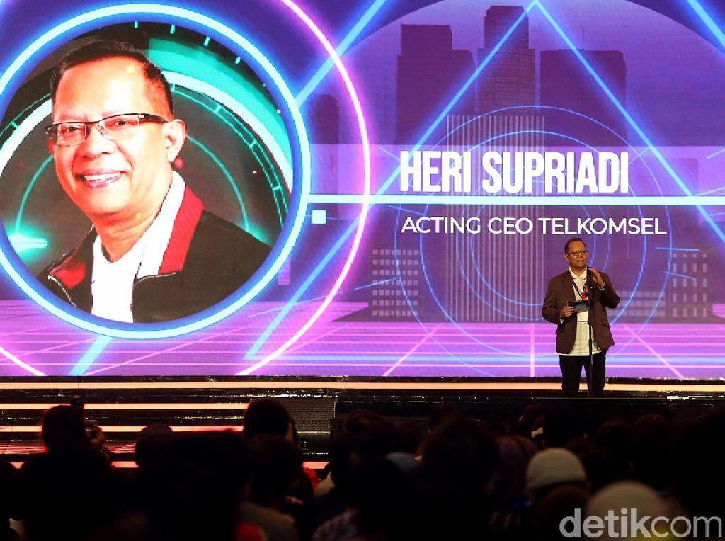 Acting CEO Telkomsel, Heri Supriadi, membuka The NextDev Summit 2019. Ia pun turut memberi sambutan dalam gelaran acara tersebut.