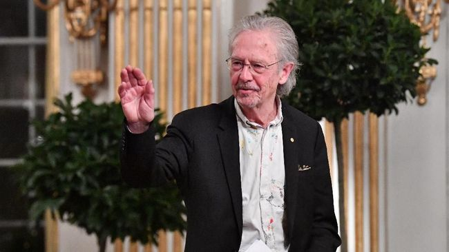 Peter Handke Dilarang Masuk Kosovo Usai Dapat Nobel