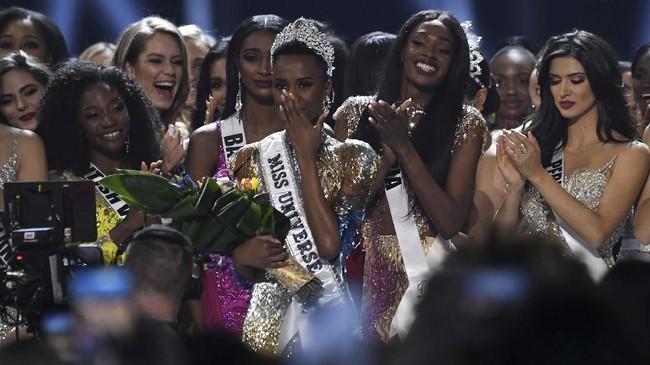 Ajang Miss South Africa 2019 jadi kesempatan kedua Tunzi membuktikan kemampuannya. (Photo by VALERIE MACON / AFP)