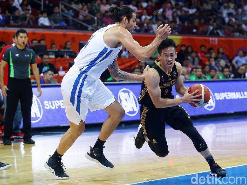 Saat ini Indonesia belum bisa menembus tiga besar lagi di papan klasemen SEA Games 2019 Filipina. Indonesia menempati urutan keempat dengan koleksi 70 emas, 77 perak, dan 97 perunggu.