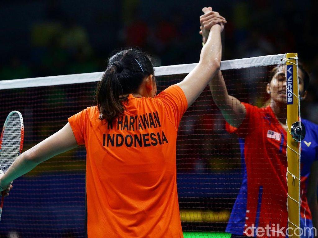 Sementara Indonesia meraih medali perak dan Thailand yang diwakili oleh Nitchaon Jindapol dan Pornpawee Chochuwong meraih medali perunggu.
