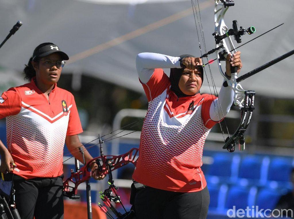 Tim panahan putri Indonesia meraih medali perak setelah kalah melawan tim putri Thailand.