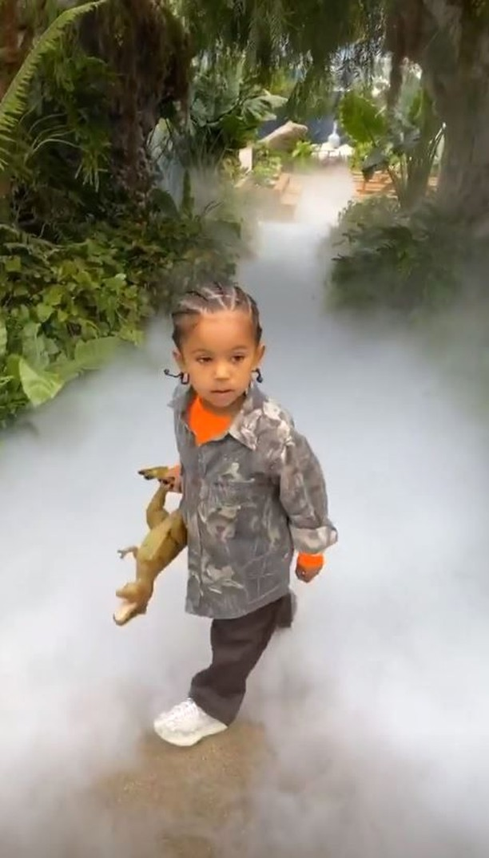 Kanye West Bikin Jurrasic Park di Tamannya untuk Ultah Putranya