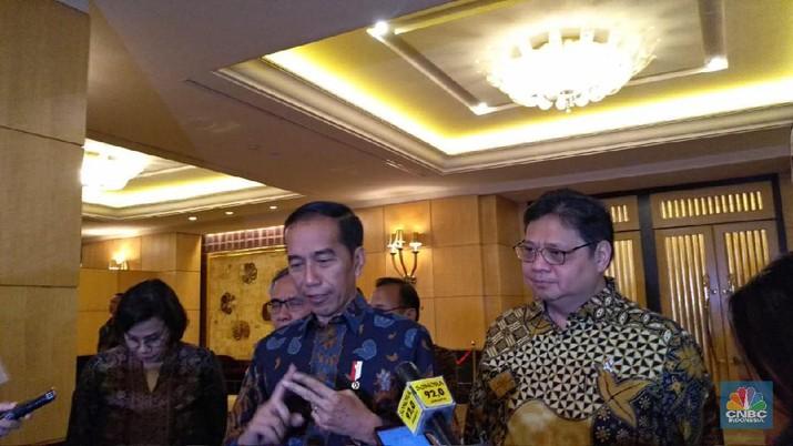 Demikian dikatakan Jokowi saat menghadiri Rapat Koordinasi Nasional Tim Percepatan Akses Keuangan Daerah dan Silahturahmi Nasional Bank Wakaf Mikro.
