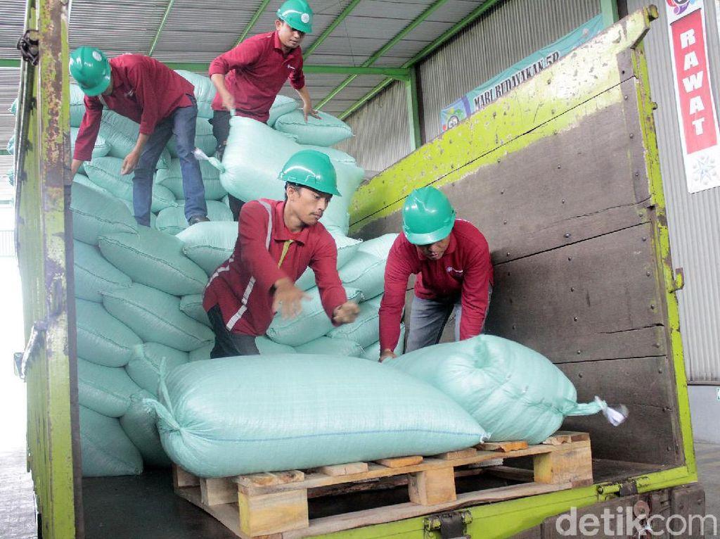Perjalanan pembuatan botol PET daur ulang (rPET) masih panjang, flakes yang sudah tersortir kemudian dikirimkan ke perusahaan pembuat preform di Batujajar, Kabupaten Bandung Barat (KBB).