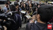 Ribuan Surat dan Kartu Pos Aspirasi HAM Diserahkan ke Seskab