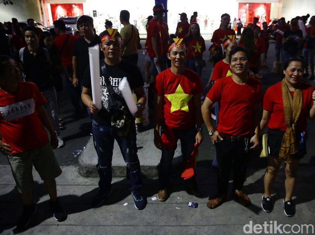 Para suporter terus berdatangan untuk menyaksikan langsung laga final Indonesia vs Vietnam.