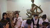 Nuad Thai berhasil mempekerjakan puluhan ribu orang Thailand. Seorang terapis spa kelas atas Thailand bahkan dapat menghasilkan sekitar Us$100 atau sekitar Rp1,4 juta per jam. Angka ini lebih tinggi dua atau tiga kali lipat daripada pendapatan terapis di London, Inggris. (Photo by Romeo GACAD / AFP)