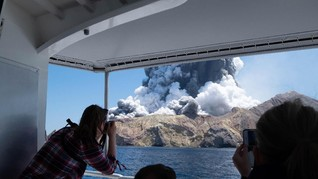 FOTO: Suasana Pasca Letusan Gunung di Selandia Baru