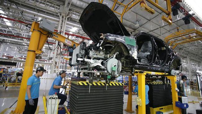 2 SUV Mercedes-Benz Resmi Dirakit di Bogor