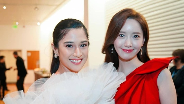 Saat Dian Sastro Foto Bareng Yoona