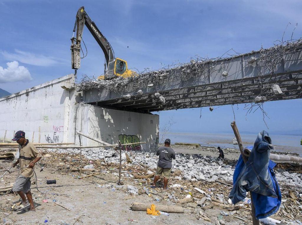 Akan Direkonstruksi, Jembatan Palu IV Mulai Dihancurkan