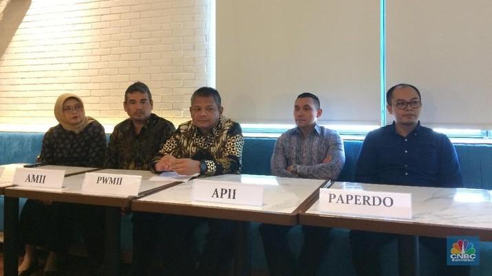 Asosiasi Pelaku Reksa Dana dan Investasi Indonesia menggelar konferensi pers terkait perkembangan industri reksa dana Indonesia (CNBC Indonesia/Syahrizal Sidik)