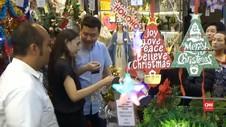 VIDEO: Berburu Pernak Pernik Natal di Pasar Asemka