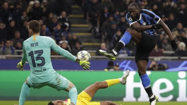 Barcelona sempat memimpin melalui Carles Perez pada menit ke-23 dan Inter Milan berhasil menyamakan kedudukan lewat Romelu Lukaku pada menit ke-44. (AP Photo/Luca Bruno)