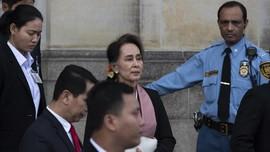 Tiga Ledakan Sambut Kedatangan Suu Kyi di Rakhine