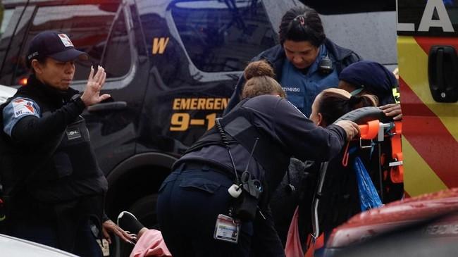 Polisi kemudian mengejar dan mengepung pelaku.Kedua belah pihak lantas terlibatbaku tembakselama beberapa jam.(Photo by Kena Betancur / AFP)