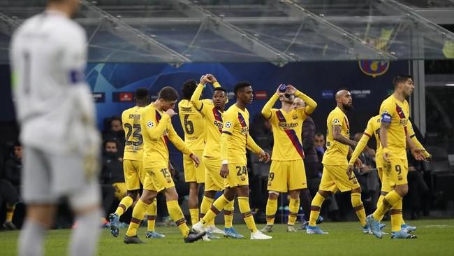 Di babak kedua Barcelona memastikan kemenangan 2-1 atas Inter Milan melalui gol Ansu Fati (tengah) pada menit ke-86. (AP Photo/Antonio Calanni)