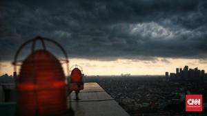 BMKG: Hujan Lebat dan Petir di Jakarta Sampai 23 Januari