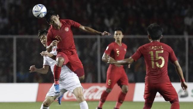 Tertinggal 0-1 pada babak pertama, Timnas Indonesia berupaya keras menyamakan kedudukan pada babak kedua.(AP Photo/Aaron Favila)