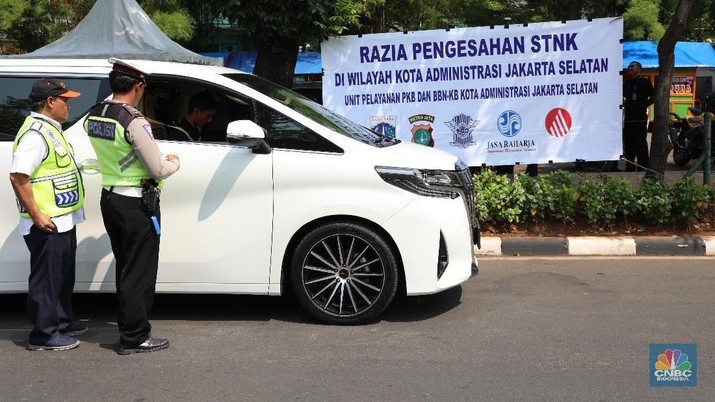 Selain menjaring pelanggar lalu lintas, razia tersebut juga dilakukan penindakan kepada pengendara yang kendaraannya telat membayar pajak.