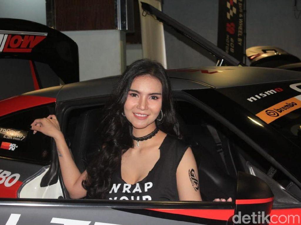 Selain dari Indonesia, ada model dari negara Thailand yang ikut meramaikan gelaran IAM Automodified tersebut. Namanya Meloon, pernah menyabet Miss Bangkok 2016 dan Miss Lovely Lady 2008 Foto: Ridwan Arifin