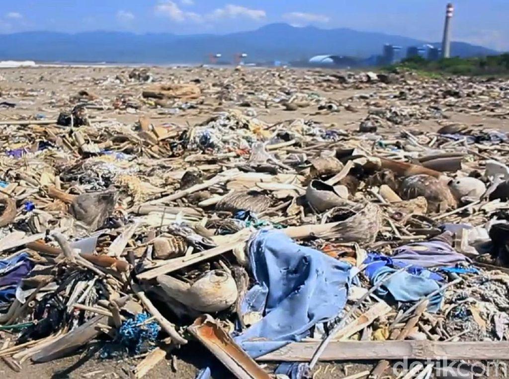 Menurut Letkol Arm Suyikno, ada 10 ton sampah yang sudah terangkat dari pantai tersebut. Sampah-sampah itu nantinya dipisahkan berdasarkan jenisnya. Sampah plastik akan langsung dimusnahkan, sementara sampah organik akan dibuat pupuk kompos.