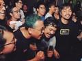 Tumpah Ruah 'Guilty Pleasure' dalam Wadah Karaoke Massal