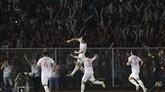 Doan Van Hau mencetak gol kedua dalam laga ini pada menit ke-73. VIetnam unggul 3-0.(AP Photo/Aaron Favila)