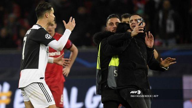 Ronaldo Bentak Fan Penyusup di Liga Champions