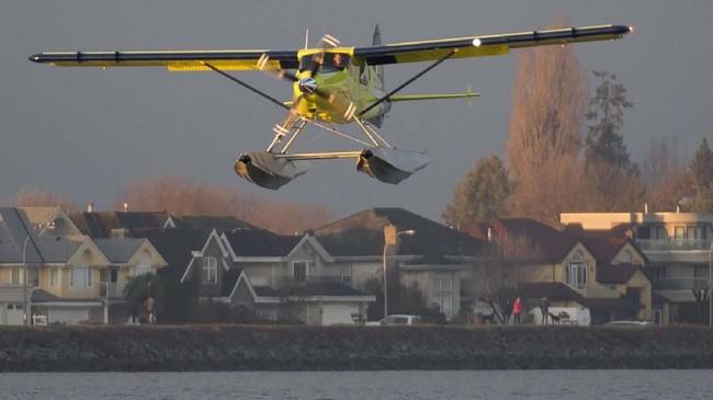 Perusahaan mengklaim pesawat bertenaga listrik ini mampu menghemat penggunaan energi fosil minyak. (Jonathan Hayward/The Canadian Press via AP)