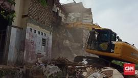 Sempat Diadang, Satpol PP Bandung Bongkar Rumah di Tamansari