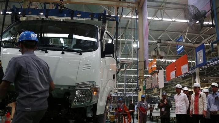 Aktivitas manufaktur Indonesia yang lama terkontraksi akhirnya bangkit juga.