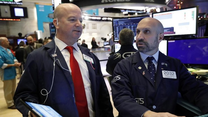 Trader Gregory Rowe, right, works on the floor of the New York Stock Exchange, Wednesday, Dec. 11, 2019. Stocks are opening mixed on Wall Street following news reports that US President Donald Trump might delay a tariff hike on Chinese goods set to go into effect this weekend. (AP Photo/Richard Drew)