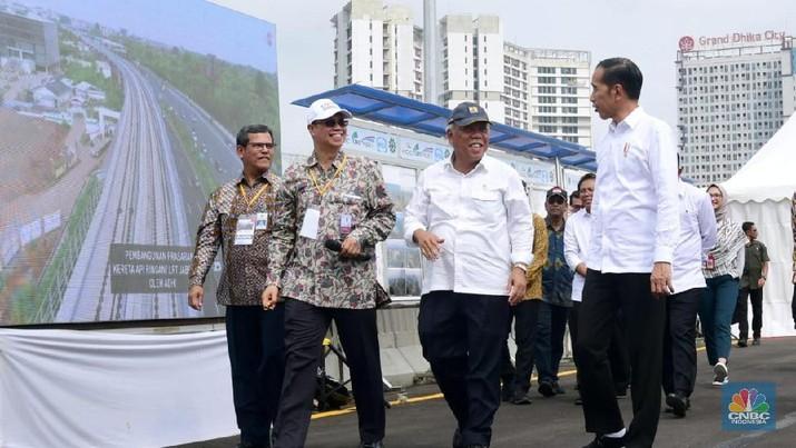 Presiden Jokowi Tinjau Pembangunan LRT Jabodebek dan Kereta Cepat Jakarta-Bandung (Biro Pers Sekretariat Presiden/Muchlis Jr)