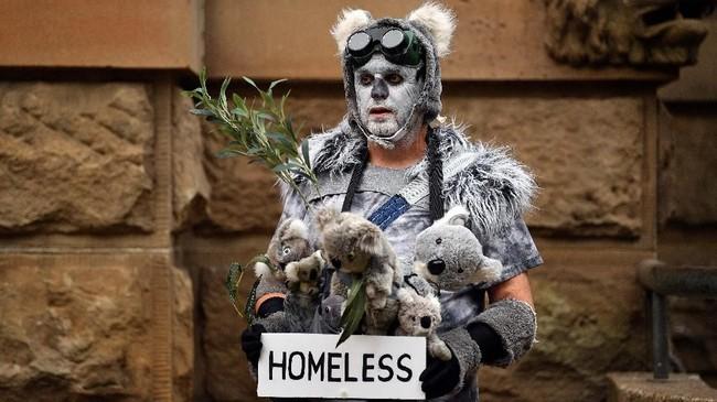 Hingga saat ini ada enam orang tewas akibat kebakaran hutan dan lahan di Australia. (Photo by Saeed KHAN / AFP)