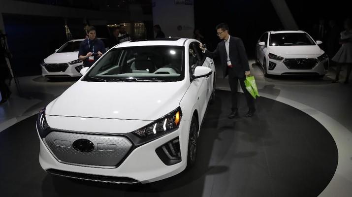 The Hyundai Ioniq electric car is shown at the Automobility LA Auto Show Wednesday, Nov. 20, 2019, in Los Angeles. (AP Photo/Marcio Jose Sanchez)