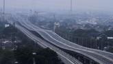 Presiden Joko Widodo meresmikan jalan tol layang Jakarta - Cikampek (Japek II) pada Kamis (12/12). Tol layang sepanjang 38 kilometer untuk kendaraan golongan I dan II ini akan segera beroperasi (ANTARA FOTO/Risky Andrianto)