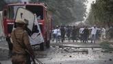 Masyarakat India menentang kebijakan tersebut karena khawatir adanya eksodus besar-besaran dari Bangladesh dan mengambil alih profesi warga lokal. (AP Photo/Anupam Nath)