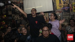 Terjangkit Demam Lagu Lawas dalam Wabah Karaoke Massal