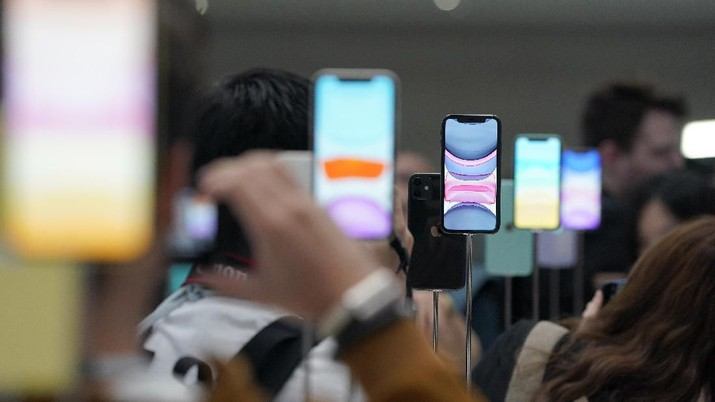 The new iPhone 11 Pro and Max was on display during an event to announce new products Tuesday, Sept. 10, 2019, in Cupertino, Calif. (AP Photo/Tony Avelar)