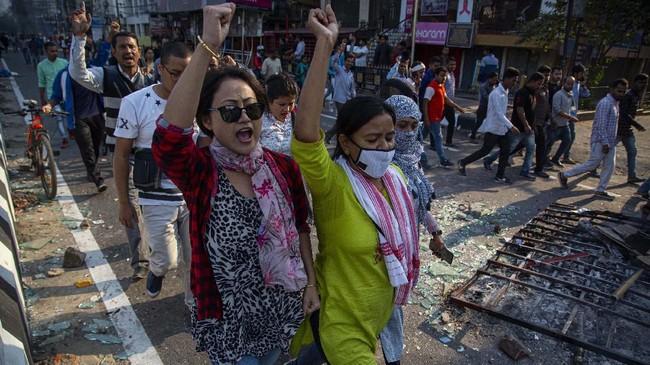 Sekitar 20 demonstran dirawat di rumah sakit setelah mendapatkan luka tembak. (AP Photo/Anupam Nath)