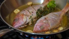 Kiat Menggoreng Ikan Agar Minyak Tak Meletup