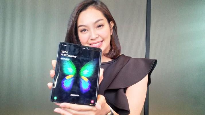 Ponsel lipat Samsung Galaxy Fold yang baru diluncurkan pada Jumat lalu di Indonesia telah disokong fitur eSIM.