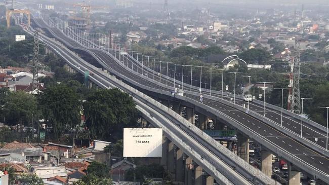 Ditjen Bina Marga telah mengingatkan tol ini tidak memiliki pintu keluar sampai sepanjang 38 KM sehingga jalur ini ditujukan bagi pengendara jarak jauh. (ANTARA FOTO/Risky Andrianto)