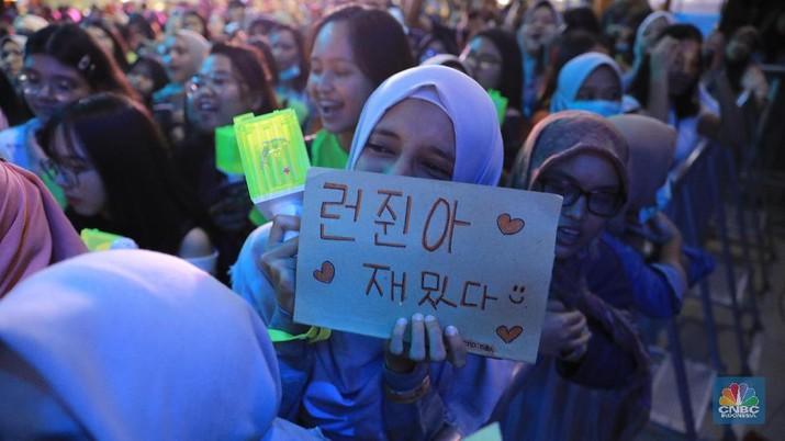 Fans NCT Dream di  HUT ke-18 Transmedia di Trans Studio Cibubur (CNBC Indonesia/Andrean Kristianto)