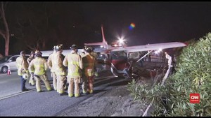 VIDEO: Pesawat Cessna Mendarat Darurat di Jalanan San Diego
