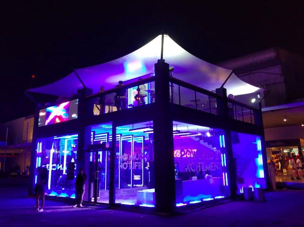Tak hanya tampil dengan desain inspiratif dan kekinian yang mencerminkan semangat kalangan muda millennial, aktivitas DJ Performance yang rutin digelar di Yaris X DWP Booth selama berlangsungnya DWP 2019 sengaja kami hadirkan agar kehadiran booth Yaris ini bisa makin memberikan kepuasan yang lebih bagi pengunjungnya dalam menikmati festival Djakarta Warehouse Project 2019, kata Marketing Director PT Toyota-Astra Motor (TAM), Anton Jimmi Suwandy. Foto: dok. Toyota