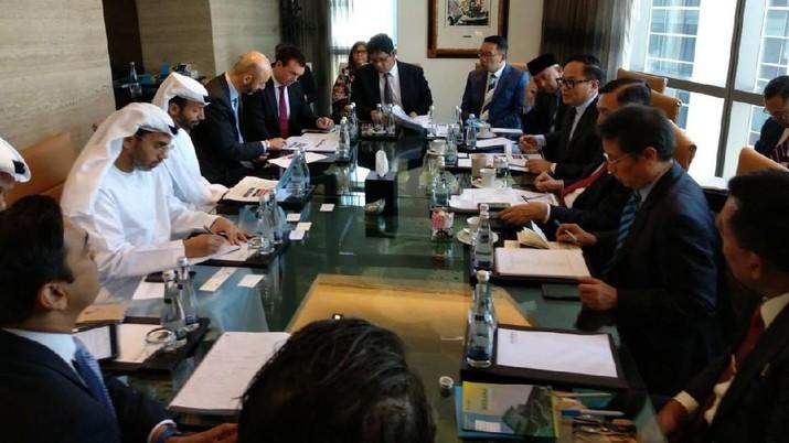 Indonesia mengincar investasi puluhan miliar dollar Amerika Serikat dari Uni Emirat Arab. Mulai dari investasi kilang sampai ibu kota baru