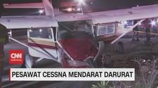 VIDEO: Pesawat Cessna Mendarat Darurat di Jalan Raya